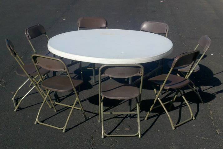 round 60' table and 8 brown folding chairs
